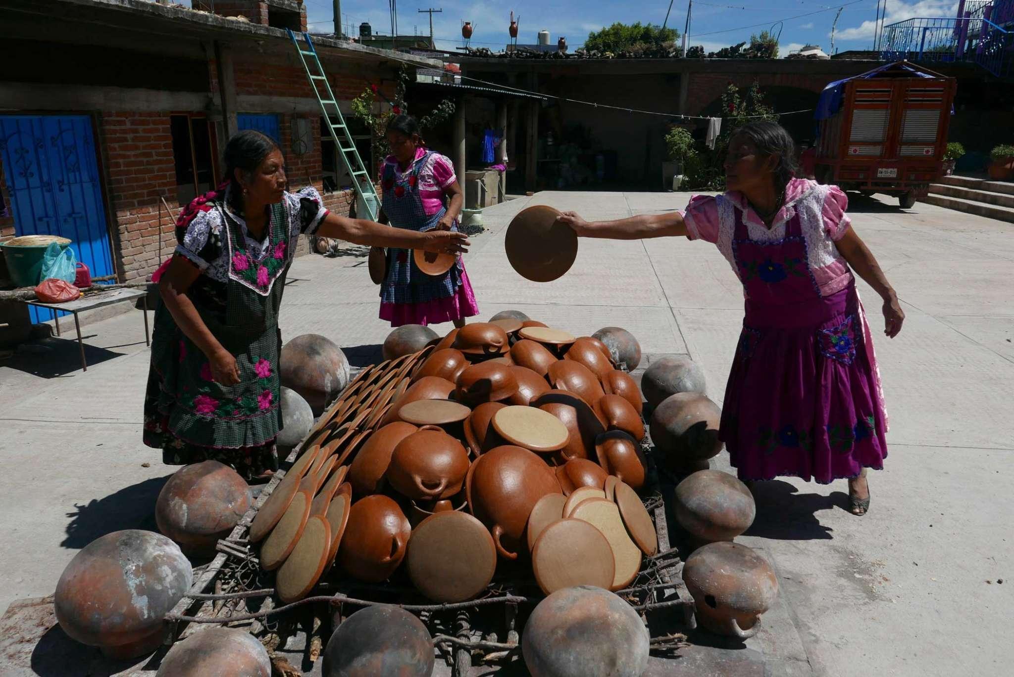 Artisans Barro Rojo Ceramics Firing San Marcos Tlapazola Oaxaca Mexico