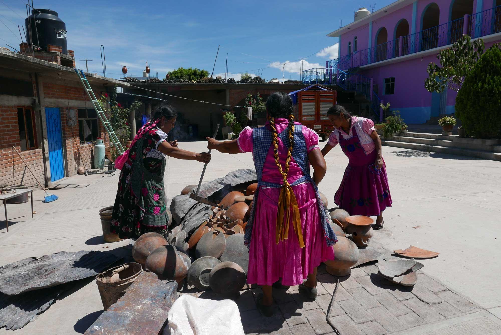Artisan Barro Rojo Ceramics Firing San Marcos Tlapazola Oaxaca Mexico