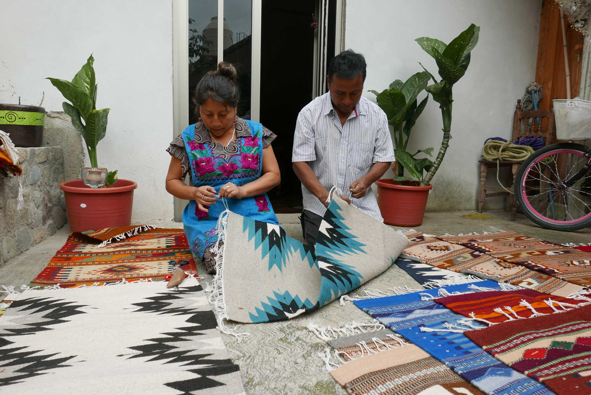 Artisan Weaving Mexican Zapotec Rugs in Teotitlan de Valle Mexico