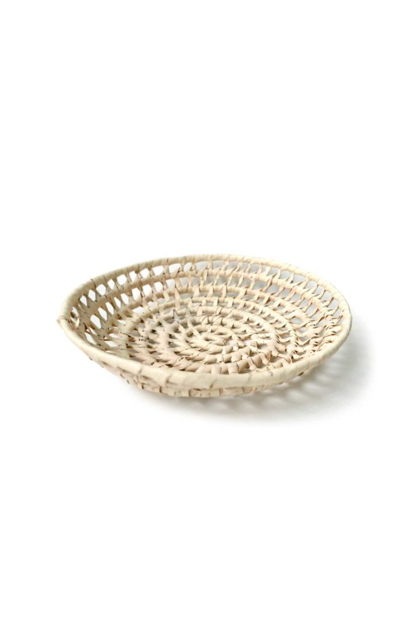 Handwoven Mexican Small Palm Bread BasketHandwoven Mexican Carrizo Bread Basket - www.nidocollective.com #mexicanbasket #palmbasket #breadbasket
