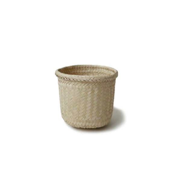 Small Palma Trinket Basket - www.nidocollective.com #mexicanbasket #palmweaving #palmbasket #trinketbasket