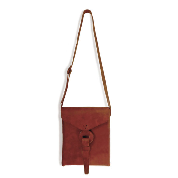 Envelope Cross Body Bag - www.nidocollective.com #leatherenvelope #leathercrossbodybag #ethicalaccessories #musthavecrossbodybag