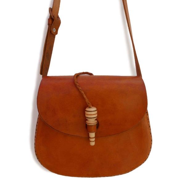 Leather Cross Body Bag - www.nidocollective.com #handmadeleatherbag #leathercrossbodybag