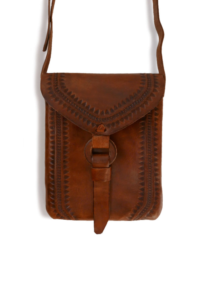 Embossed Envelope Cross Body Bag - www.nidocollective.com #leatherenvelope #leathercrossbodybag #ethicalaccessories #musthavecrossbodybag
