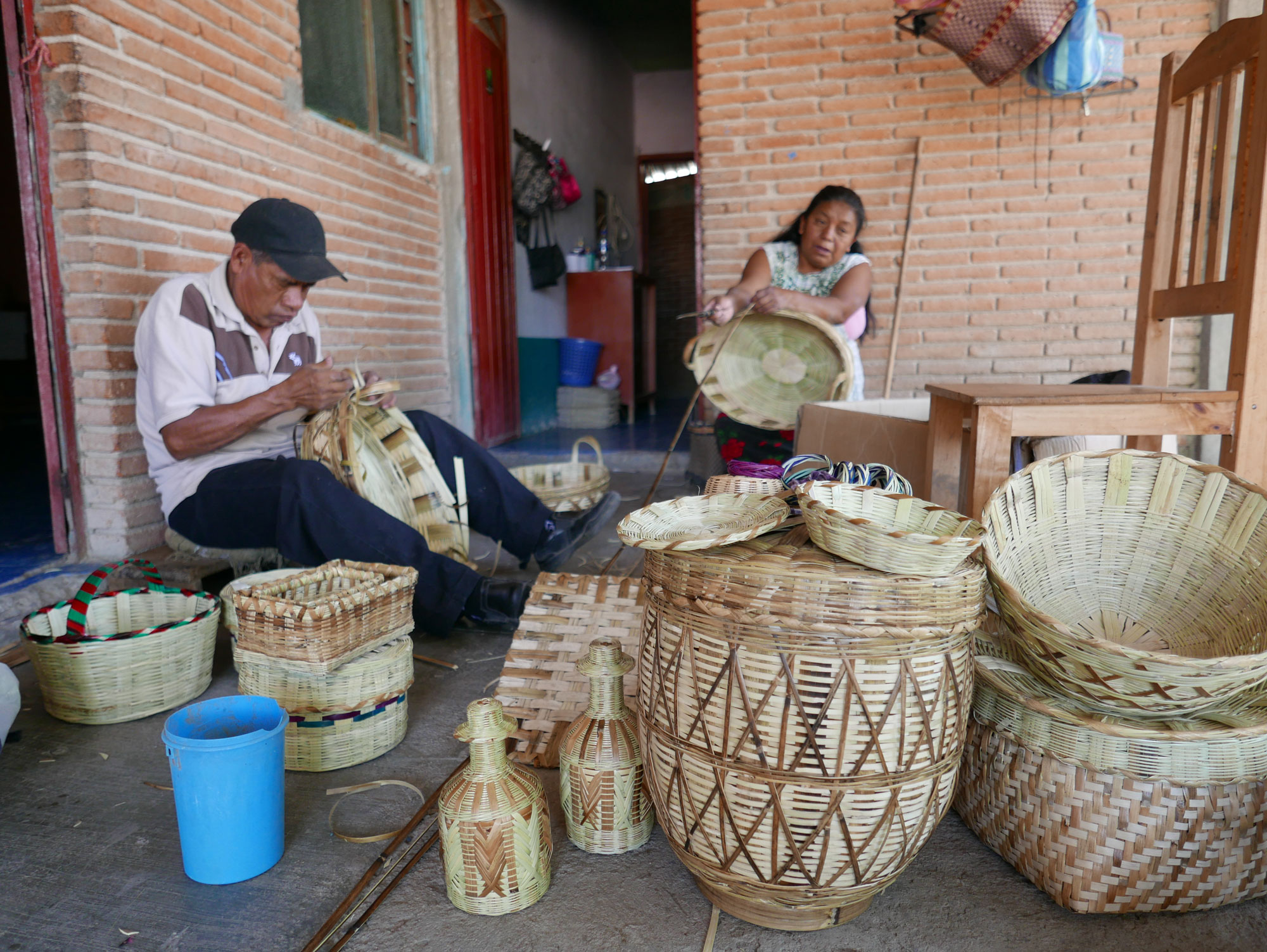 Basket Weaving using Carrizo in Oaxaca Mexico - www.nidocollective.com/carrizoweaving #carrizo #canastascarrizo #mexicanartisancrafts