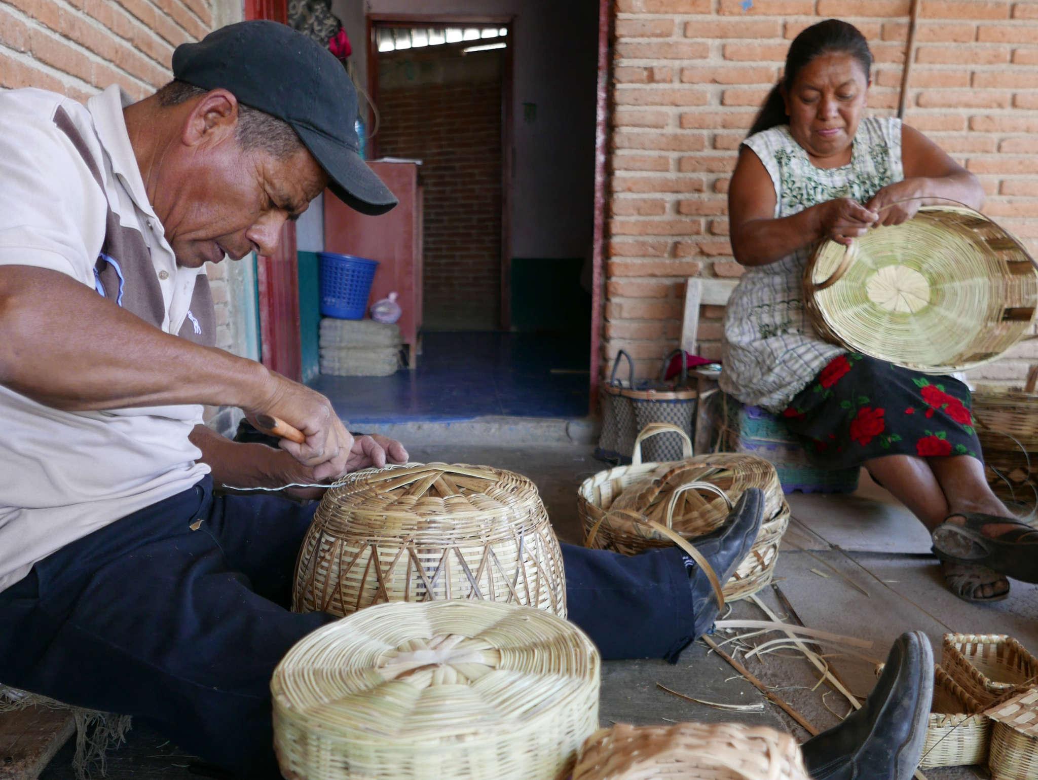 Mexican Artisan Crafts Oaxaca Mexico - www.nidocollective.com/carrizoweaving #carrizo #canastascarrizo #mexicanartisancrafts