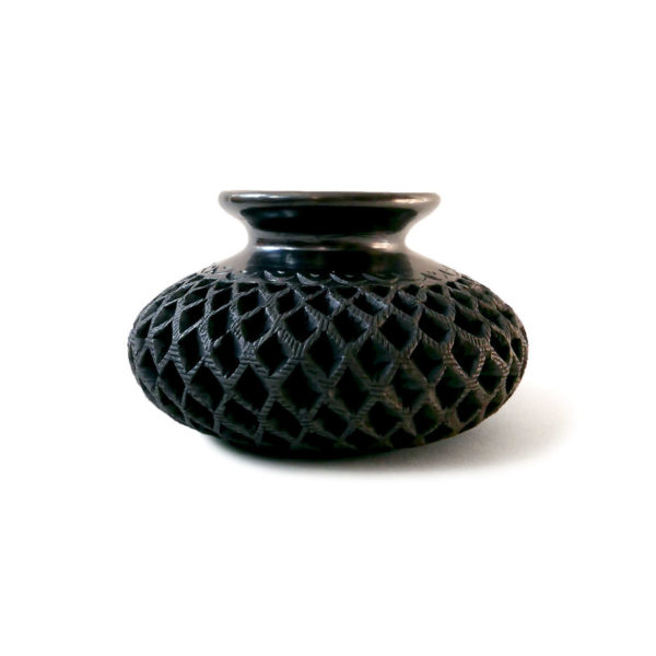 Large Barro Negro Black Clay Ceramic Pot with Lid - www.nidocollective.com #barrorojo #mexicanceramics #blackclaypottery #barronegro