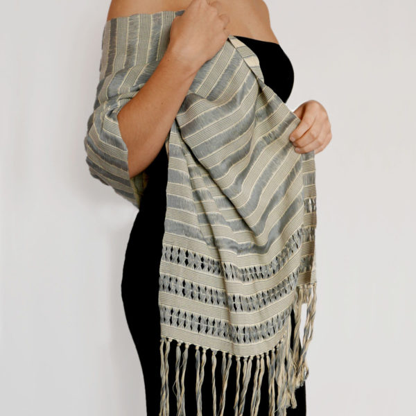 Mexican Shawl - www.nidocollective.com #mexicantextiles #mexicanshawl #fridakhaloaccessories