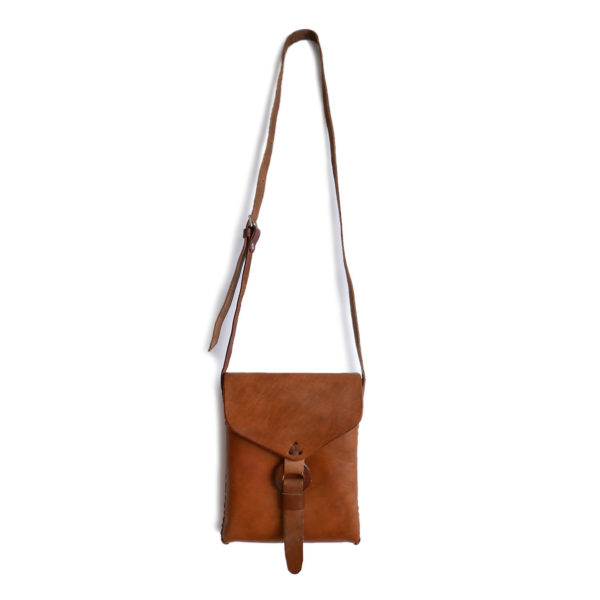 Small Messenger Bag - www.nidocollective.com #leatherenvelope #leathercrossbodybag #ethicalaccessories #musthavecrossbodybag