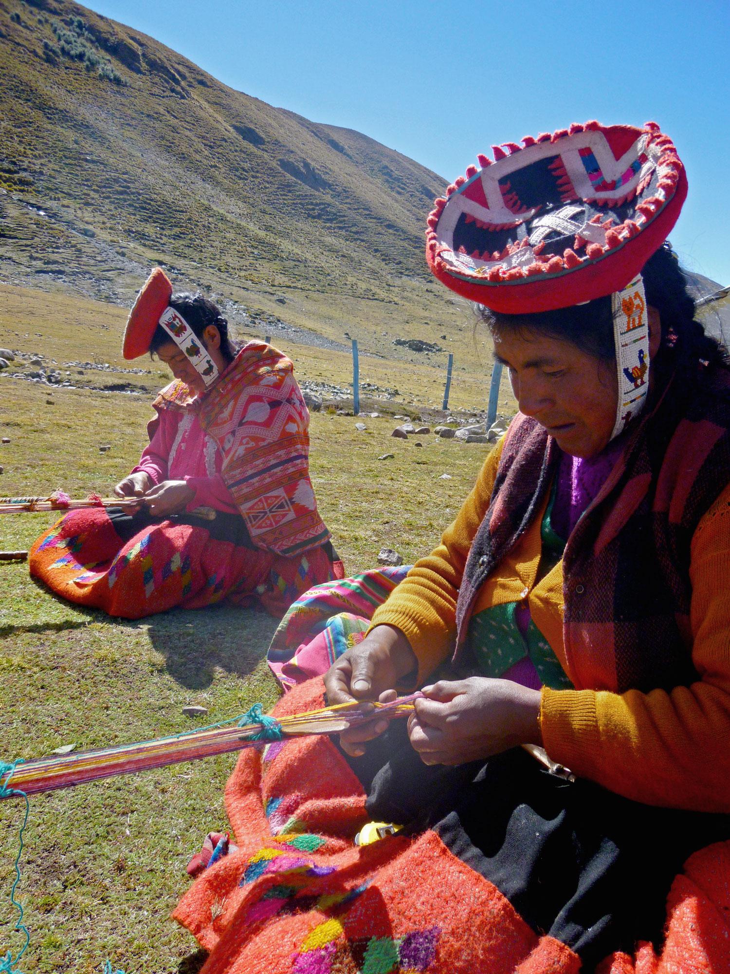 Artisan Weavers in Peru - www.nidocollective.com